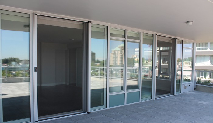 Retractable screens burl oak sunrooms st catharines for Retractable screen solutions